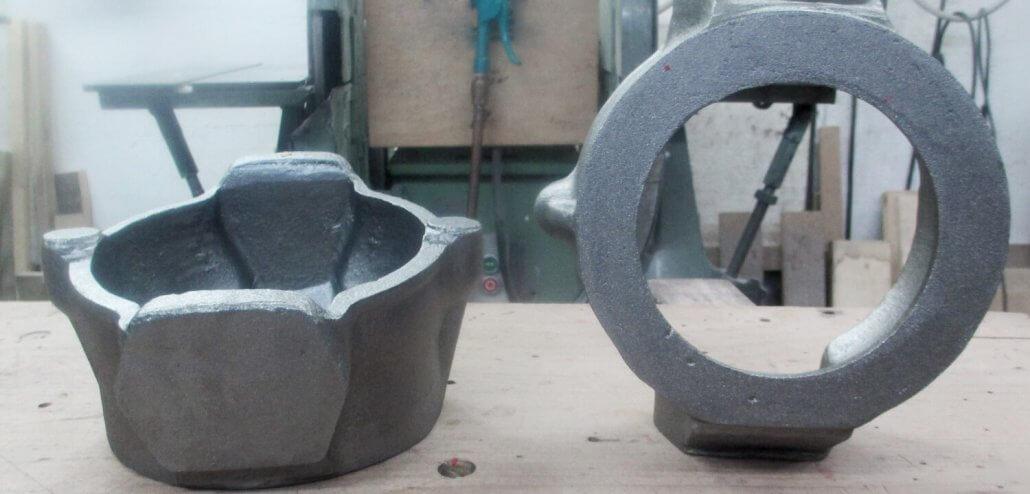 Nachguss eines gebrochenen Gehäuses. Die Gießerei Buchholz hat ein zerbrochenes Bauteil nachgegossen und nachbearbeitet.